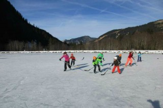 Natural ice rink | Abondance | campsite l'Oustalet | winter | Châtel