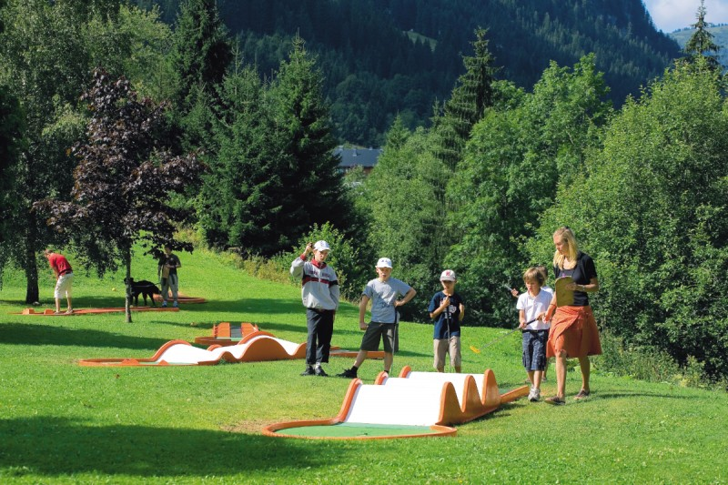 Activities for children | mini-golf | campsite l'Oustalet | Châtel