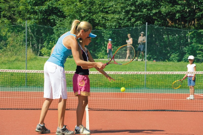 Activities for children | tennis | campsite l'Oustalet | Châtel