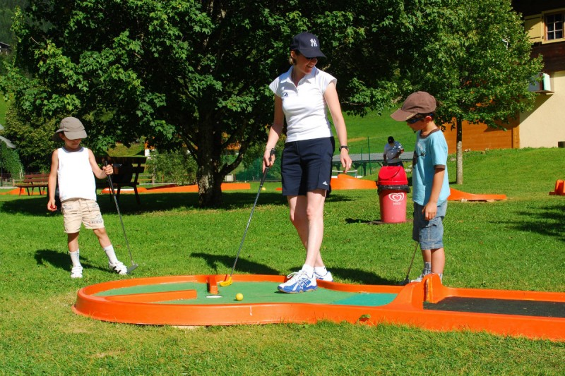 mini-golf | camping l'oustalet | châtel