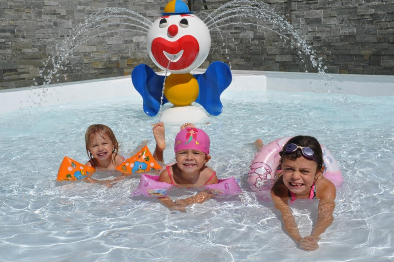 Heated indoor swimming pool with children's pool | campsite l'Oustalet | 4 stars | Châtel 2