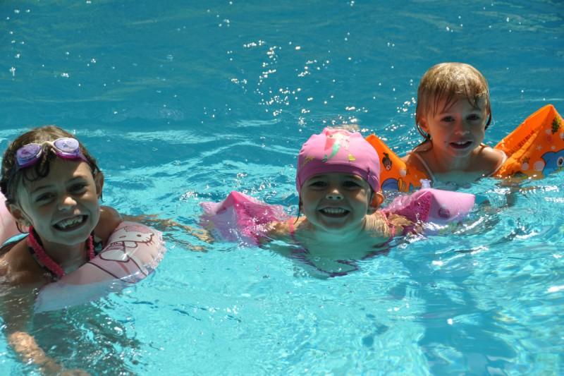 Camping 4 toiles avec piscine couverte et chauff e for Camping embrun avec piscine 4 etoiles